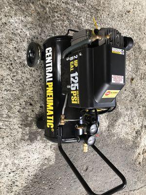 8 gallon air compressor for Sale in Everett, WA