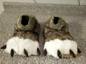 SIZE 11 SLIPPERS BY FOAMTREADS for Sale in Weir, KS