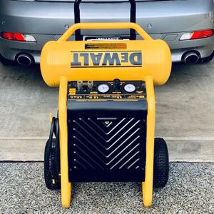 DeWALT - D55146 | 200 PSI - 4.5 GAL | Air Compressor | Great Condition! for Sale in Bellevue, WA