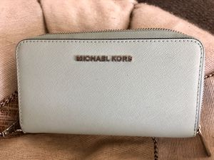 New! Authentic Michael Kors Wristlet! for Sale in Seattle, WA