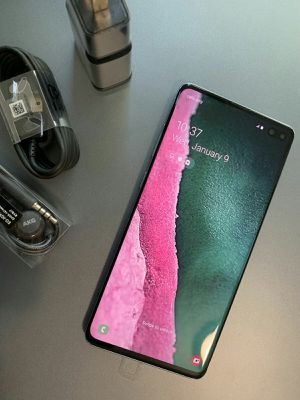 SAMSUNG Galaxy S10 Plus, UNLOCKED...Perfect Condition..Like New. Negotiable Price. for Sale in Springfield, VA