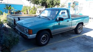 86 Toyota pick up 4 cyl Dr 22 for Sale in Vernon, CA
