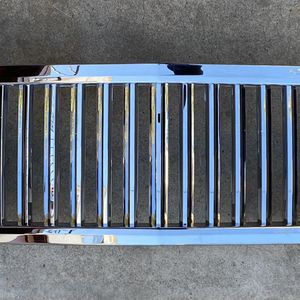 07-13 CHEVY SILVERADO 1500 CHROME GRILLE for Sale in Los Angeles, CA