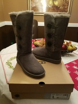 UGG Bailey Button Tripplet II for Sale in Porterville, CA