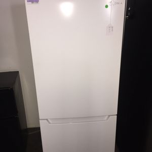 Insignia bottom freezer fridge for Sale in San Luis Obispo, CA