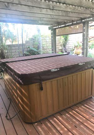 Sundance hot tub for Sale in Buena Park, CA