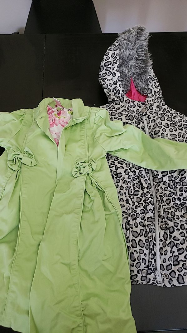 Girls fall/ winter coats plus clothes size 5t