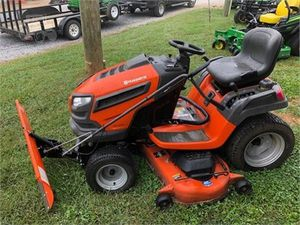 HUSQVARNA 2019 RIDING LAWN MOWER for Sale in Tuscola, TX