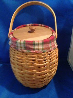 Longaberger Basket with lid & liner for Sale in Haltom City, TX