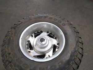 16' Tires Whit rims 8 lugs to chevy gmc truck 98 to 06 year good condition for Sale in Empire, CA
