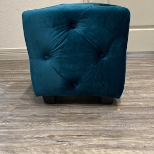 little decor seat/ makeup chair for Sale in Austin, TX