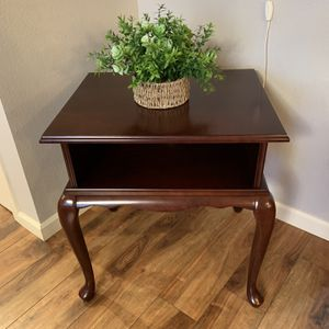 """Solid Wood End Table / Nightstand !!! 19"""" W 24"""" L 26"""" H for Sale in Vancouver, WA"""