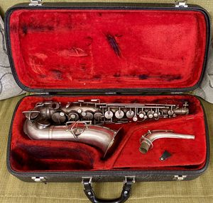 ANTIQUE 1930'S KING SILVER ALTO SAXOPHONE MADE BY THE H.N. WHITE CO. MADE BY CLEV,D D PAT'D NO 79,755 WITH CASE for Sale in Glendale, AZ