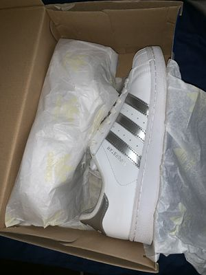 Superstar adidas size 9 in women's for Sale in St. Louis, MO
