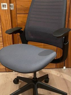 Steelcase Series 1 Work Office Chair, Licorice (Black) for Sale in Gardena,  CA