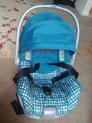 Infant car seat for Sale in UPPER ARLNGTN, OH
