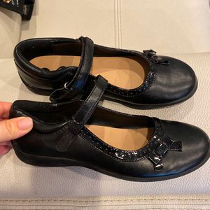 Girls Size 5 School Dress Shoes for Sale in Tacoma, WA