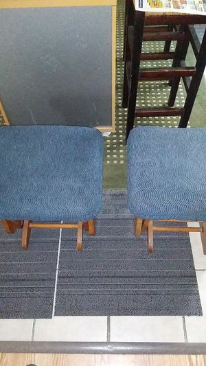 Great Condition 2 Matching Gliding Ottomans. Get both for $15.00. for Sale in Lancaster, TX