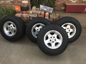 Jeep Cherokee wheels and 15x9.5x30 BFG tires for Sale in Fresno, CA
