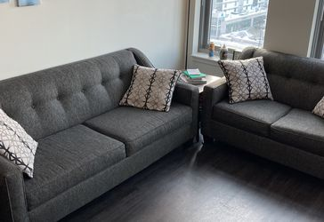 Like New Couch And Loveseat Set for Sale in Chicago,  IL
