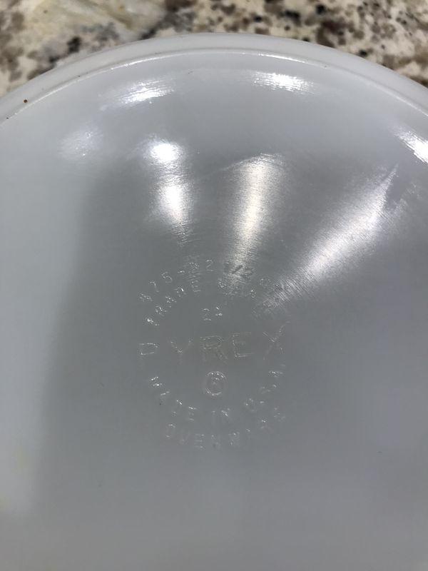 Pyrex 2 1/2 qt bowl