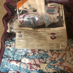 ASU Taylor Place blanket, bed sheet & comforter for Sale in Goodyear, AZ