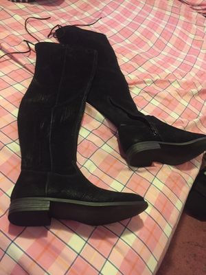 NEVER WORE Ladies black thigh high boots size 7 for Sale in Detroit, MI