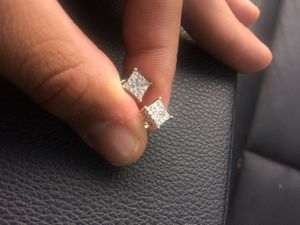 Real diamond and gold earrings for Sale in Fort Bliss, TX