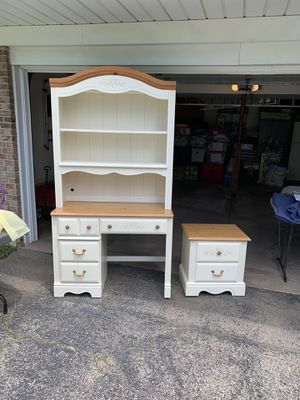 Desk/Hutch/Nightstand for Sale in Roselle, IL