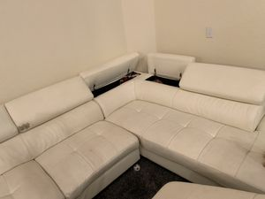 Sectional and ottoman for Sale in Wahneta, FL