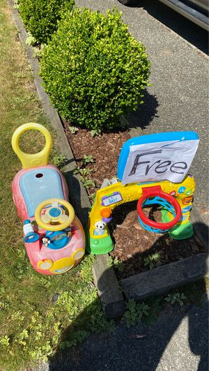 Free curb pick up for Sale in Kirkland, WA