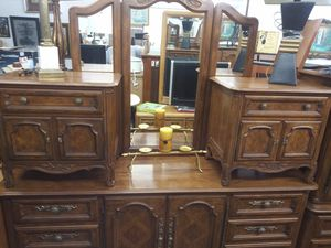 Drexel Dresser with mirror and 2 night stands for Sale in Chicago, IL