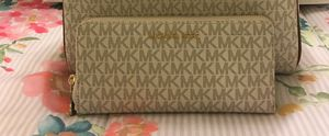 New Authentic Michael Kors Large Wristlet Wallet for Sale in Lakewood, CA