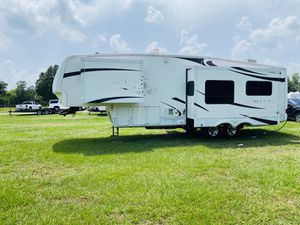 2008 Montana 31 foot fifth wheel travel trailer for Sale in Kissimmee, FL