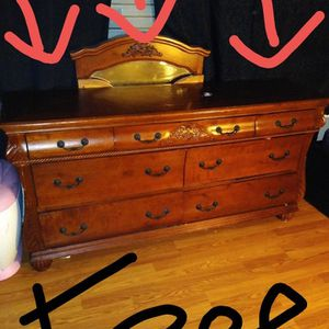 Free Dresser And Mirror for Sale in Chino, CA