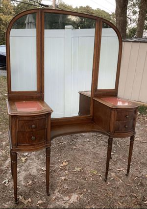 Vtg Antique Wood Drop Well Tall Reeded Caster Legs Tri Fold Mirror 4 Dovetail Drawers Beveled Glass Top Makeup Beauty Station Vanity Console Dressing for Sale in Chapel Hill, NC