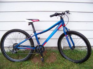 "Very Lightweight 7 Speed Mountain Youth Bike 24"" tires for Sale in Everett, WA"