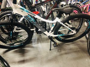 Schwinn Aluminum Comp Mountain Bike, 27.5-inch wheels, womens frame, white for Sale in College Park, GA