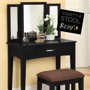 VANITY WITH STOOL!!! 3-SIDED MIRROR NEW IN BOX📦🎁 for Sale in Rancho Cucamonga, CA