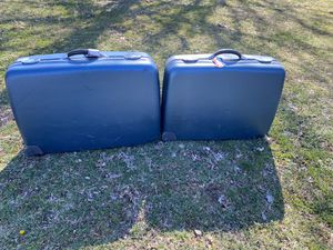 American tourister luggage large and medium suitcases for Sale in Fairfax, VA