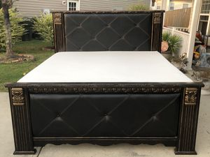 Gorgeous King Size Bed with Frame, Mattress and Boxsprings. Excellent condition. Door Delivery available. Hablar espanol for Sale in Raleigh, NC