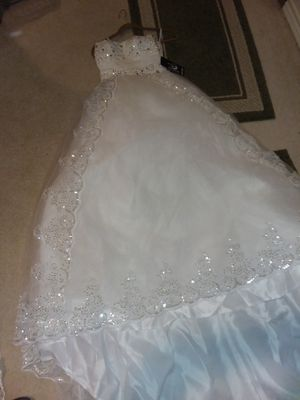 Gorgeous wedding dress & matching veil for Sale in Saginaw, TX