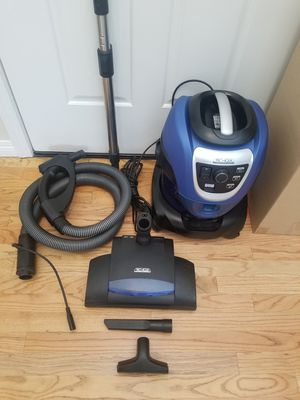 NEW cond PRO AQUA VACUUM WITH ATTACHMENTS, USE WATER LIKE RAINBOW,, WORKS EXCELLENT, AMAZING POWER SUCTION , MADE BY GERMANY for Sale in Federal Way, WA
