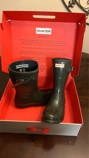 US 7 - HUNTER RAIN BOOTS for Sale in Houston, TX