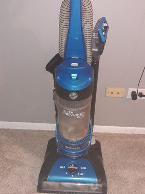 Hoover brand vacuum for Sale in Schaumburg, IL
