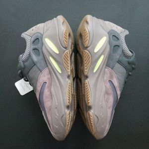 YEEZY 700 MAUVE!! SIZE 8 BRAND NEW!! WITH BOX !! 300$ OR BEST OFFER!! NO TRADES!! for Sale in Philadelphia, PA