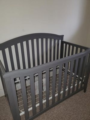 Baby crib with Serta mattress and changing table/dresser for Sale in Miami, FL