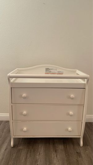 Baby dresser and changing table for Sale in Corona, CA