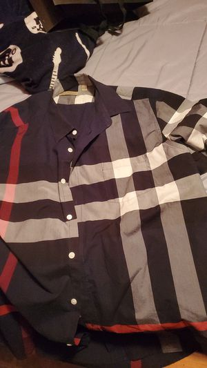 Burberry short sleeve for Sale in Irving, TX