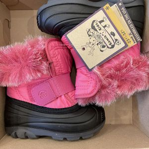 Toddlers Snow Boots Size 7 for Sale in Berwyn, IL